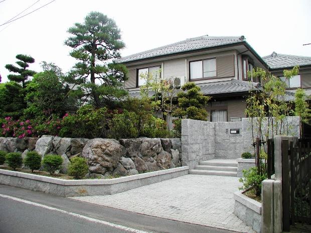 石の玄関周り