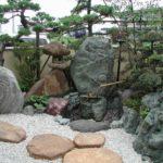 つくばいのある庭