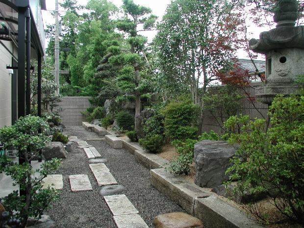 長方形がデザインアクセントの和庭