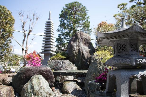 立派な景石を庭の中心に